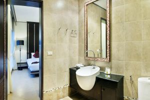 Ratana-Apart-Hotel-@Chalong-Phuket-Thailand-Bathroom.jpg