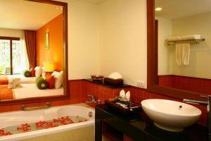 Ravindra-Beach-Resort-Spa-Pattaya-Thailand-Bathroom.jpg
