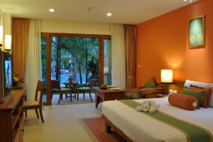 Ravindra-Beach-Resort-Spa-Pattaya-Thailand-Room.jpg