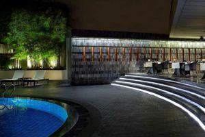 Regent-Singapore-Four-Seasons-Hotel-Orchard-Singapore-Pool.jpg