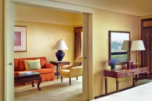 Regent-Singapore-Four-Seasons-Hotel-Orchard-Singapore-Room.jpg