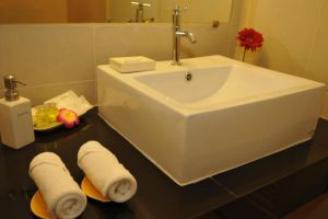 Regent-Suvarnabhumi-Bangkok-Thailand-Bathroom.jpg