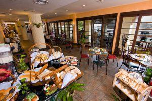 Resorts-World-Langkawi-Kedah-Restaurant.jpg