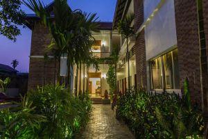 River-Bay-Villa-Siem-Reap-Cambodia-Entrance.jpg