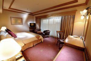 Riverside-Majestic-Hotel-Kuching-Sarawak-Business-Suite-Bedroom.jpg