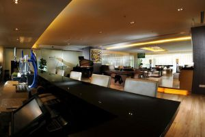 Riverside-Majestic-Hotel-Kuching-Sarawak-Lobby-Cafe.jpg