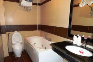 Rock-Royal-Hotel-Resort-Kep-Cambodia-Bathroom.jpg