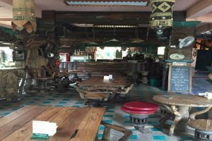 Royal-Guest-House-Chiang-Mai-Thailand-Bar.jpg
