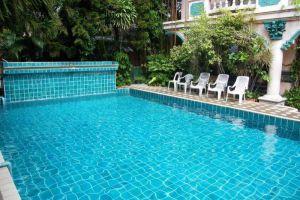 Royal-Guest-House-Chiang-Mai-Thailand-Pool.jpg