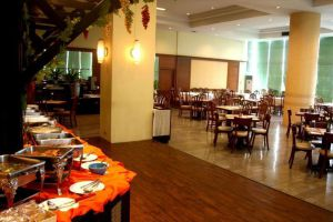 Royal-Lanna-Hotel-Chiang-Mai-Thailand-Restaurant.jpg