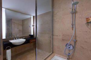 Royal-Orchid-Sheraton-Hotel-Tower-Bangkok-Thailand-Bathroom.jpg