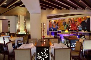 Royal-Orchid-Sheraton-Hotel-Tower-Bangkok-Thailand-Restaurant.jpg