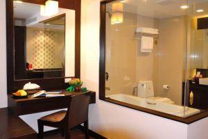 Royal-Thai-Pavilion-Hotel-Pattaya-Thailand-Bathroom.jpg