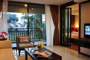 Royal-Thai-Pavilion-Hotel-Pattaya-Thailand-Living-Room.jpg