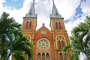 Saigon-Notre-Dame-Basilica-Ho-Chi-Minh-Vietnam-002.jpg
