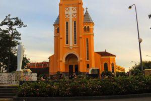 Saint-Nicholas-Cathedral-Dalat-Vietnam-003.jpg