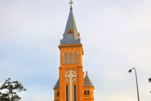 Saint-Nicholas-Cathedral-Dalat-Vietnam-005.jpg