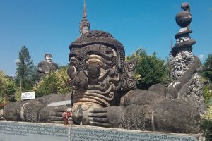 Sala-Kaeo-Ku-Wat-Khaek-Nongkhai-Thailand-004.jpg