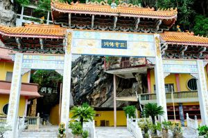Sam-Poh-Tong-Temple-Ipoh-Malaysia-001.jpg
