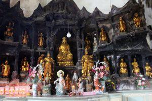 Sam-Poh-Tong-Temple-Ipoh-Malaysia-002.jpg