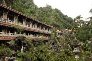 Sam-Poh-Tong-Temple-Ipoh-Malaysia-004.jpg