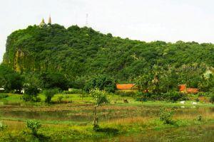 Sampeou-Mountain-Battambang-Cambodia-002.jpg