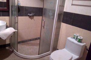Senesothxuen-Hotel-Muang-Khong-Laos-Bathroom.jpg