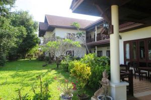 Senesothxuen-Hotel-Muang-Khong-Laos-Garden.jpg