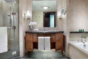 Shangri-la-Hotel-Jakarta-Indonesia-Bathroom.jpg