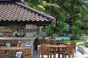 Shangri-la-Hotel-Jakarta-Indonesia-Pool-Bar.jpg