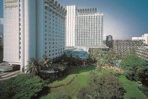 Shangri-la-Hotel-Orchard-Singapore-Facade.jpg