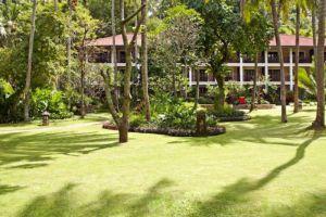 Sheraton-Senggigi-Beach-Resort-Lombok-Indonesia-Garden.jpg