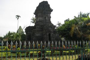 Singasari-Temple-East-Java-Indonesia-002.jpg
