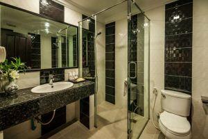 Smiling-Hotel-Spa-Siem-Reap-Cambodia-Bathroom.jpg