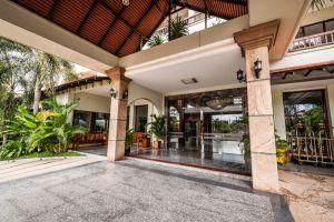 Smiling-Hotel-Spa-Siem-Reap-Cambodia-Entrance.jpg