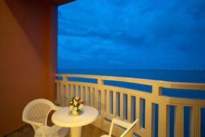 Springfield-Beach-Resort-Cha-Am-Thailand-Terrace.jpg