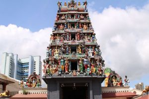 Sri-Mariamman-Temple-Singapore-001.jpg