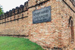 Suan-Dok-Gate-Chiang-Mai-Thailand-01.jpg