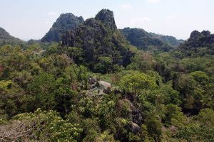 Suan-Hin-Pha-Ngam-Park-Loei-Thailand-02.jpg