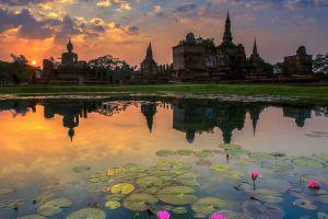 Sukhothai-Historical-Park-Thailand-001.jpg