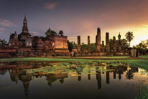 Sukhothai-Historical-Park-Thailand-003.jpg