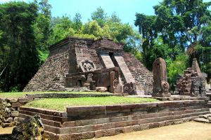 Sukuh-Temple-Central-Java-Indonesia-001.jpg