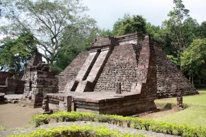 Sukuh-Temple-Central-Java-Indonesia-003.jpg