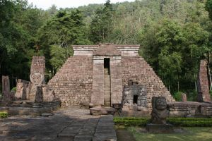Sukuh-Temple-Central-Java-Indonesia-004.jpg