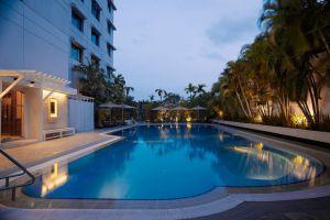 Sule-Shangri-La-Hotel-Yangon-Myanmar-Pool.jpg