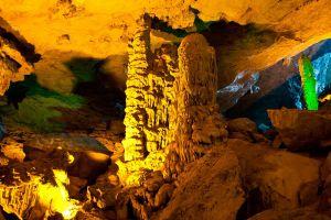 Sung-Sot-Cave-Quang-Ninh-Vietnam-002.jpg