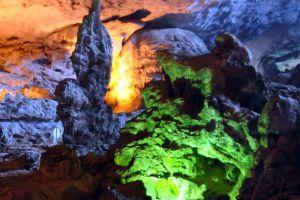 Sung-Sot-Cave-Quang-Ninh-Vietnam-006.jpg