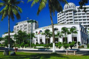 Sunrise-Beach-Hotel-Spa-Nha-Trang-Vietnam-Entrance.jpg