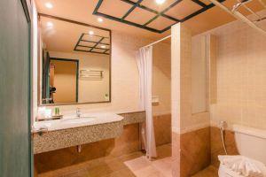 Suwan-Palm-Resort-Khaolak-Thailand-Bathroom.jpg