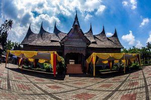 Taman-Mini-Indah-Jakarta-Indonesia-003.jpg